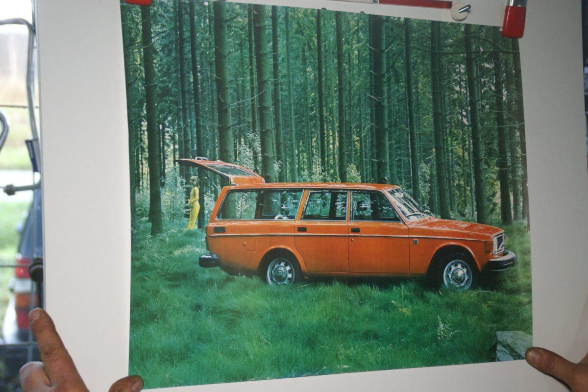 DSC02236 Volvo 145 oranje poster 1974