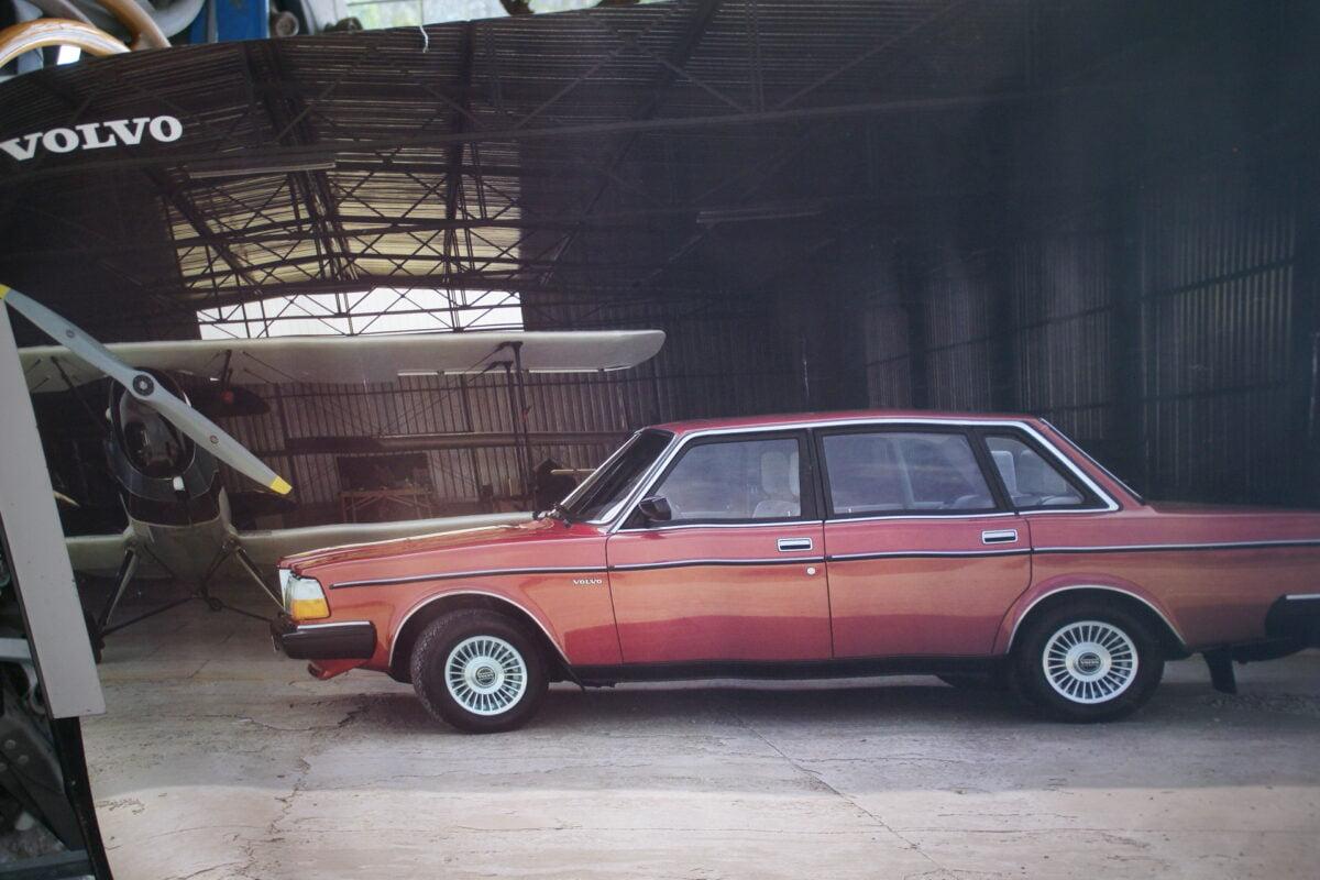 DSC02279 Volvo 244 rood poster 8824-81