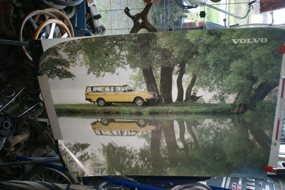 DSC02281 Volvo 245 geel poster 8821-81