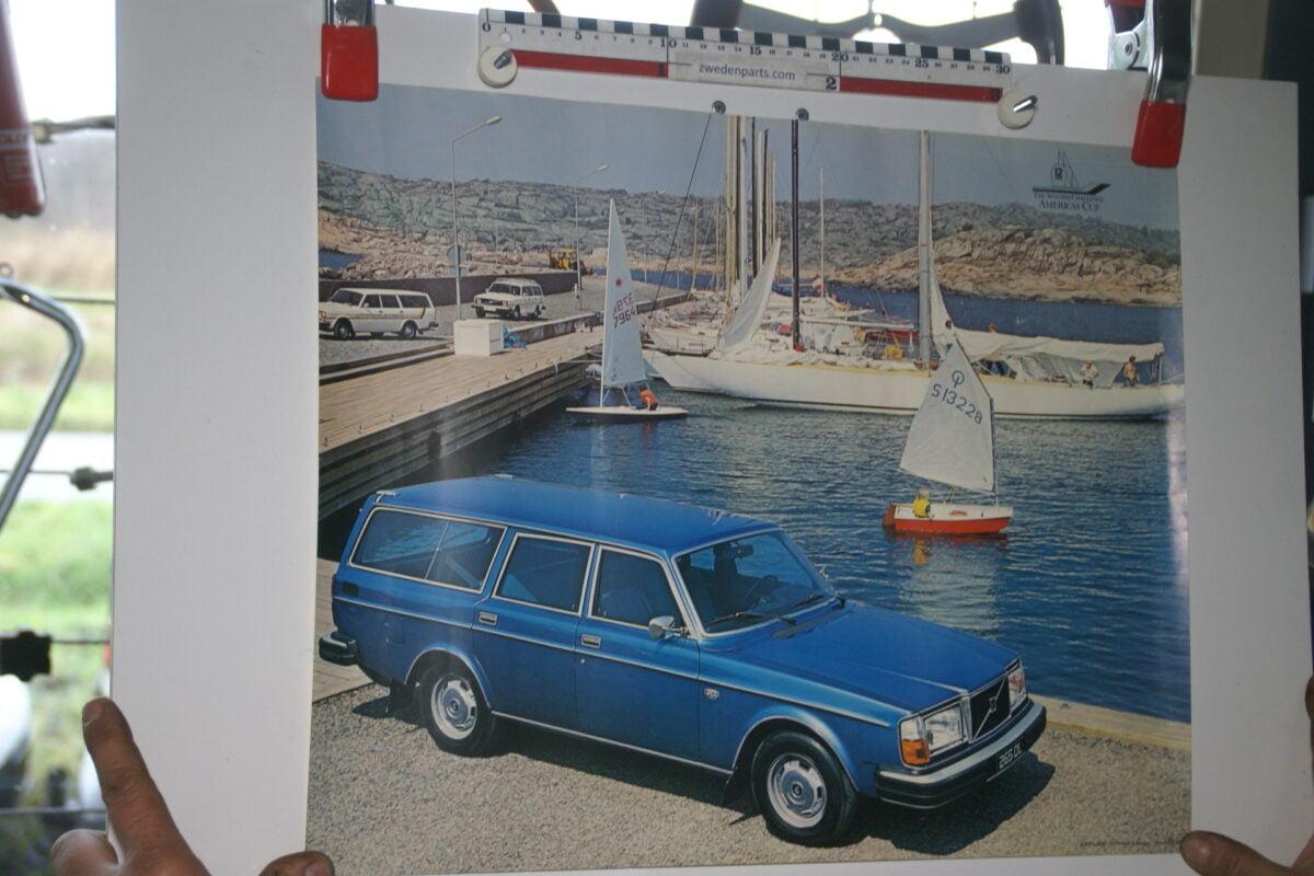 DSC02292 Volvo 265DL blauw poster