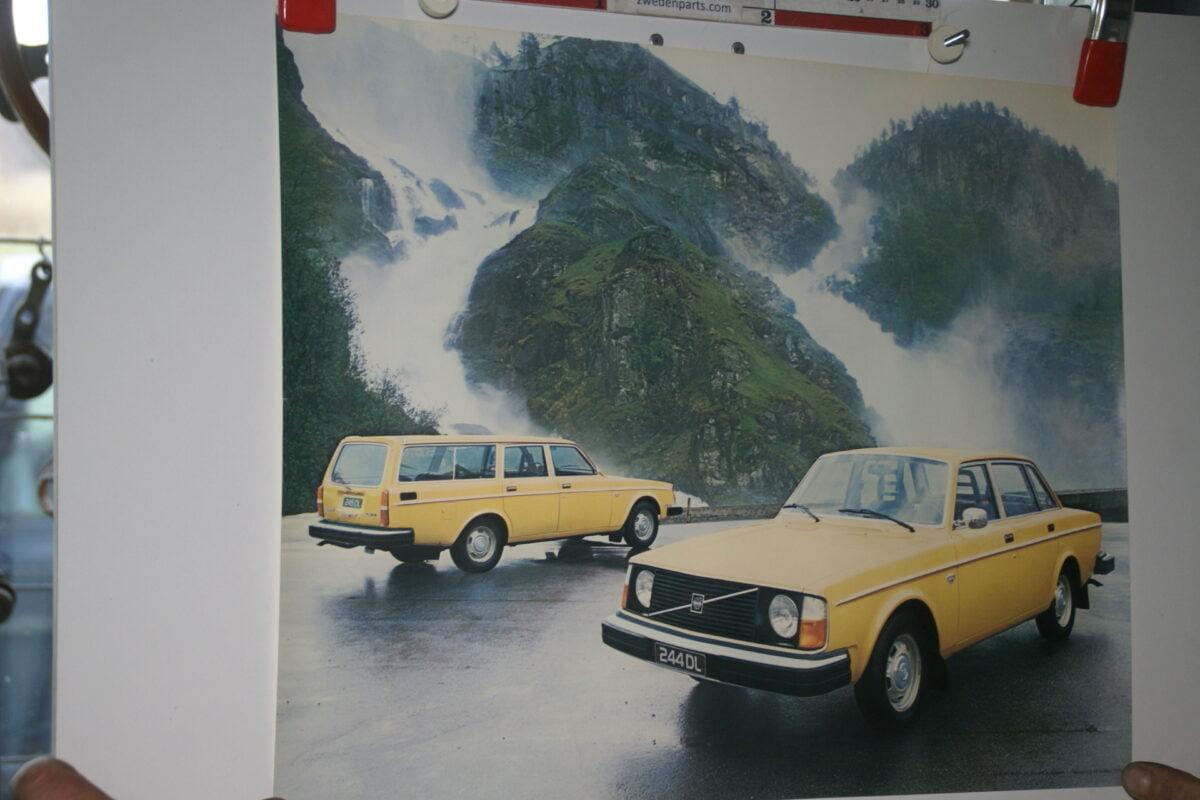 DSC02299 Volvo 244 245 geel poster 4500-77