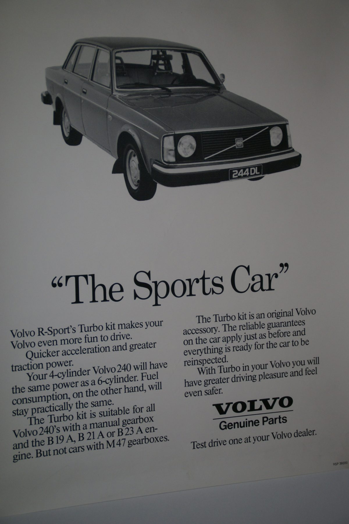 DSC02303 Volvo 244 grijs poster 39200