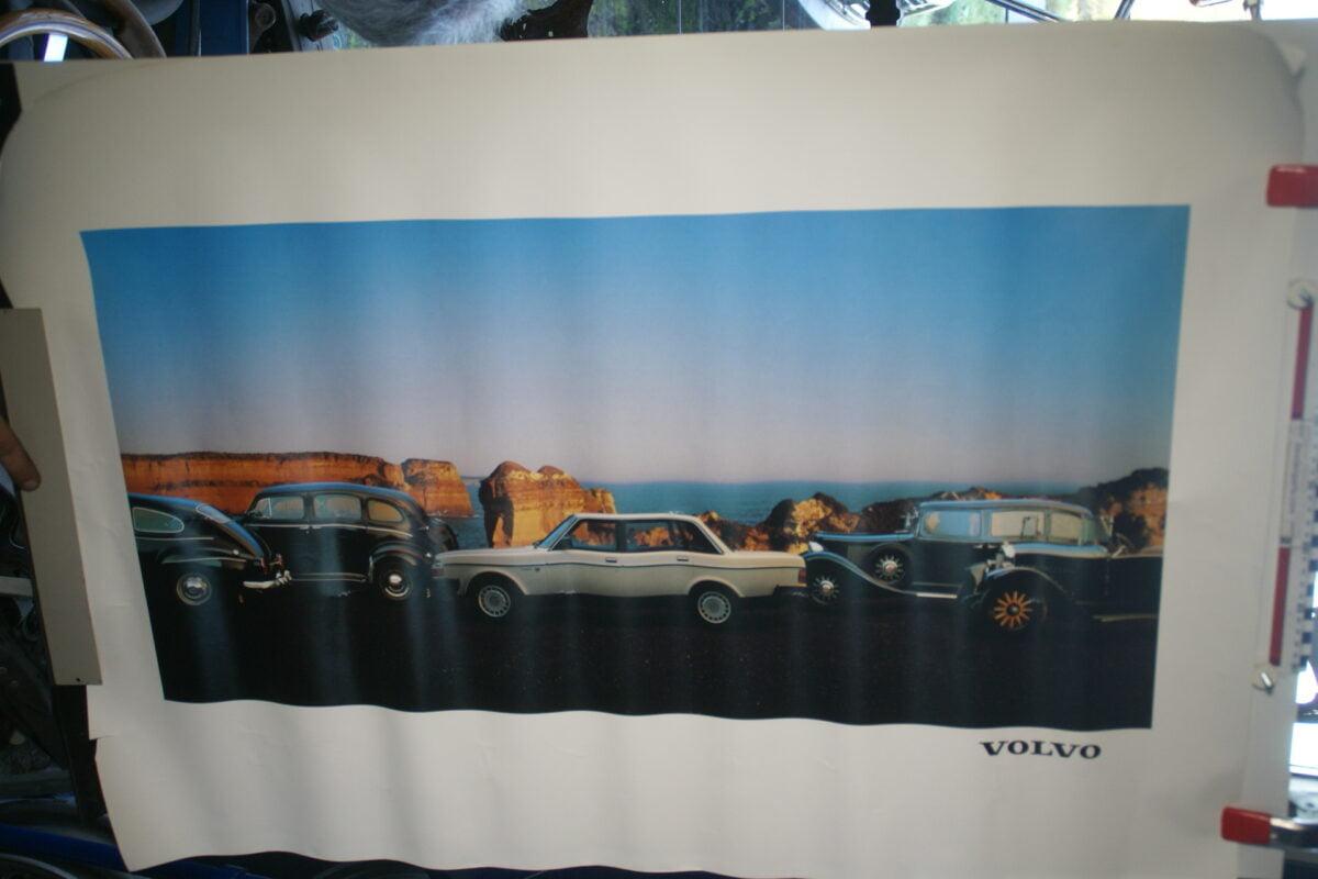 DSC02307 Volvo 244 wit met 5 klassiekers poster MSPV 3275