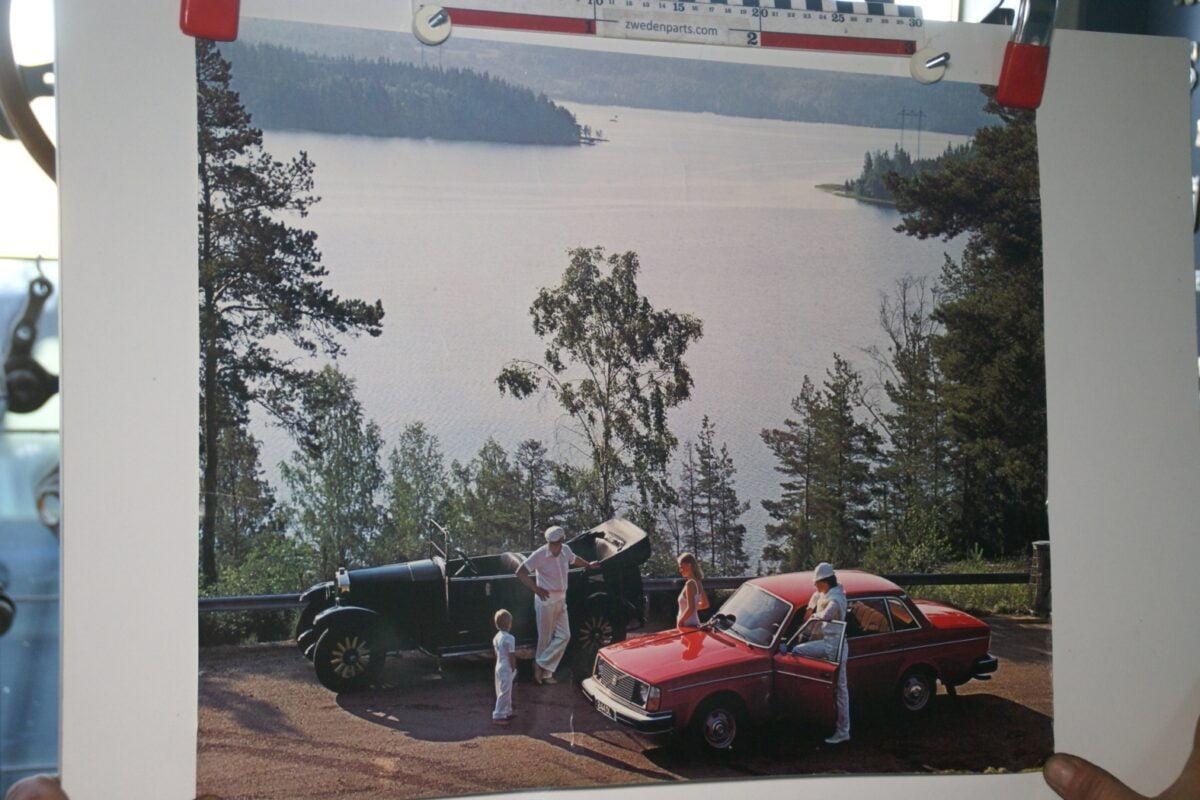 DSC02389 1978 Volvo 244 rood en Jakob poster ASPPV 5371