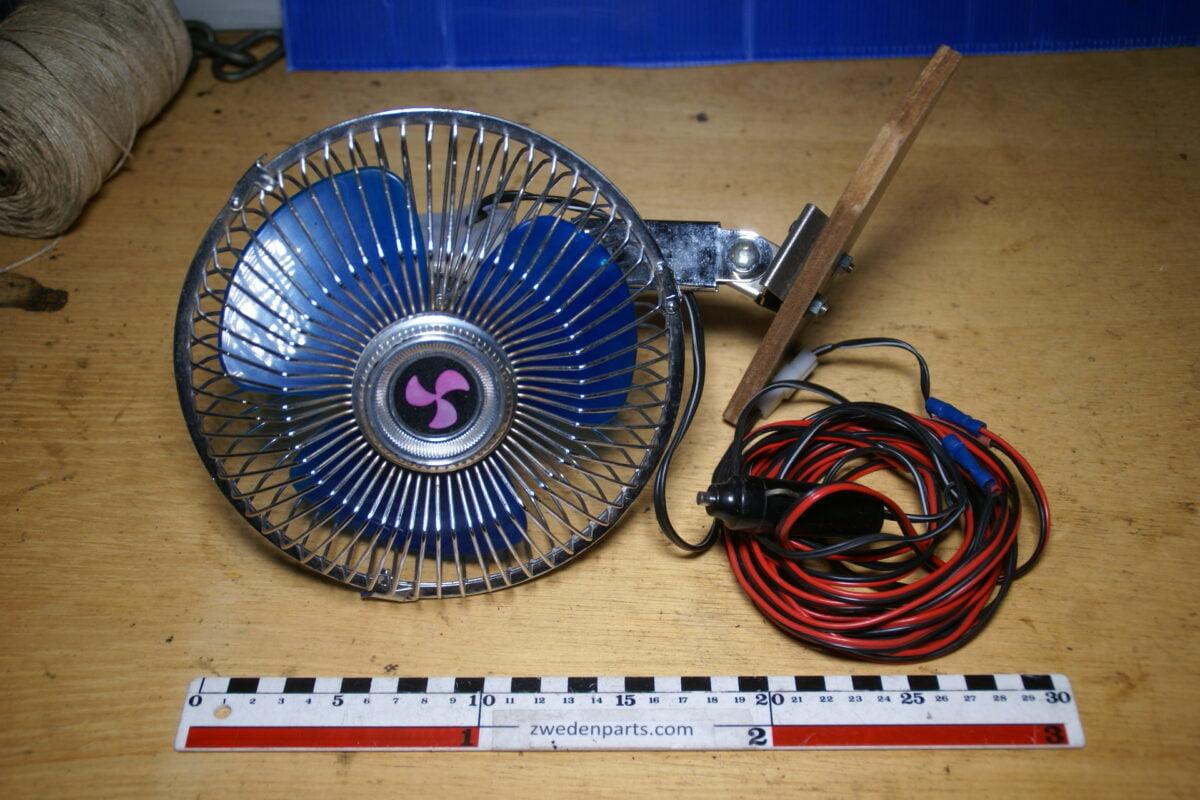 DSC02523 nostalgische ventilator voor op de hoedenplank, werkt goed  12 V