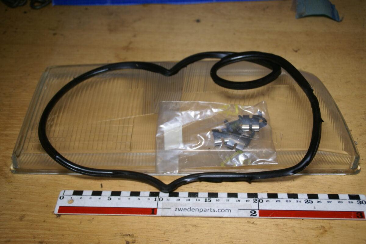DSC02550 koplampglas Volvo 850 rechts 9133109 NOS 30