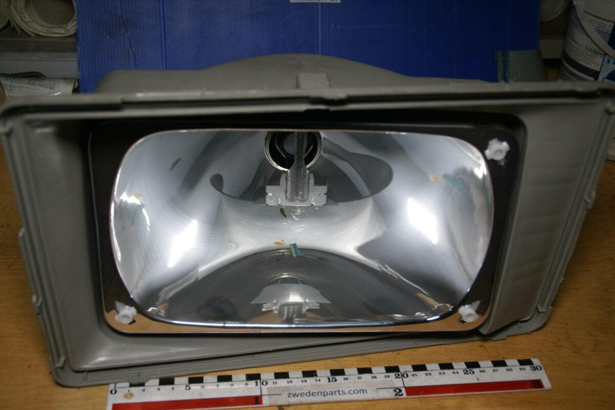 DSC02577 Volvo 240 koplamp rechts NOS 1372395