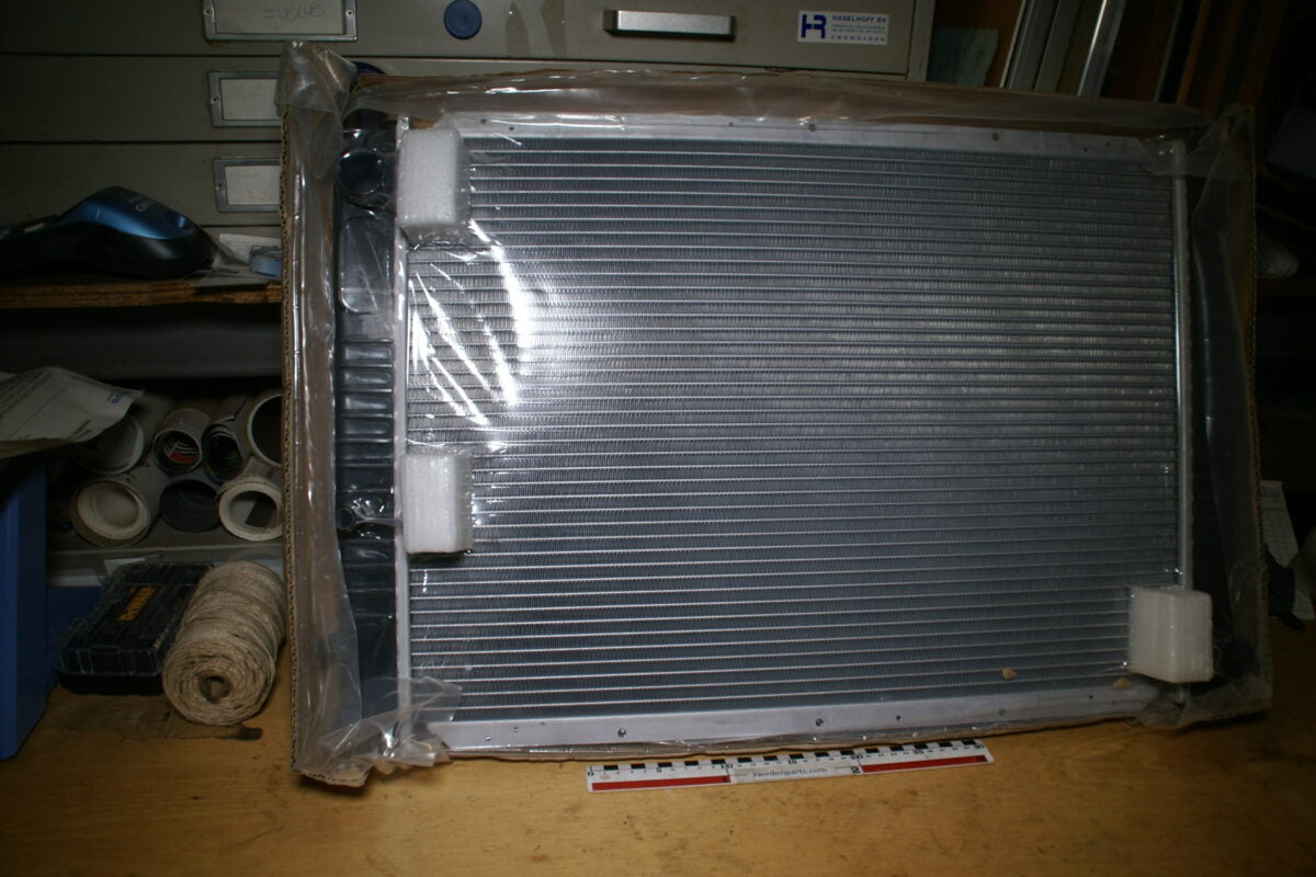 DSC02586 radiateur Volvo 940 732366 nieuw