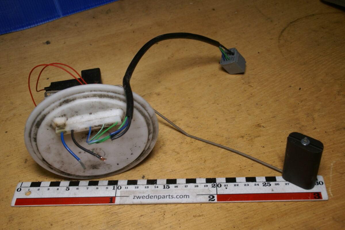 DSC02788 benzinetankvlotter 28212