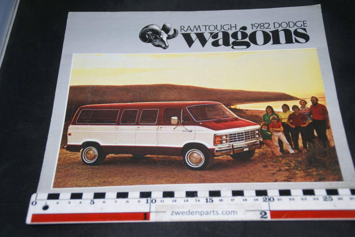 DSC04909 1982 Dodge Wagons brochure
