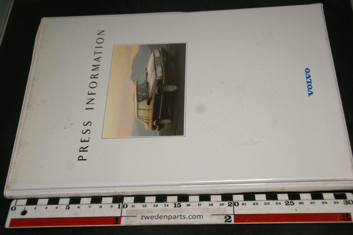 DSC04938 1991 Volvo persmap met persberichten en foto's