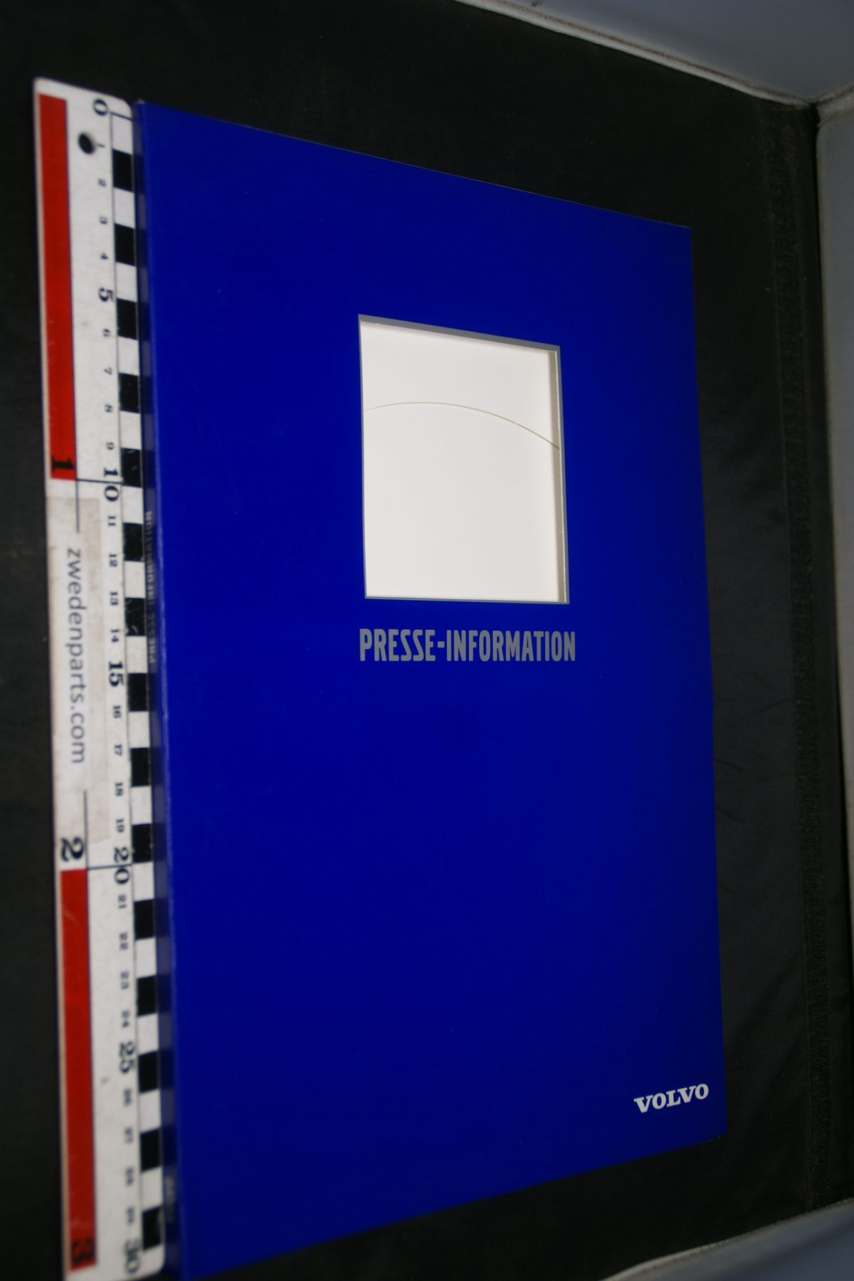 DSC04946 1999 Volvo persmap met persberichten en foto's