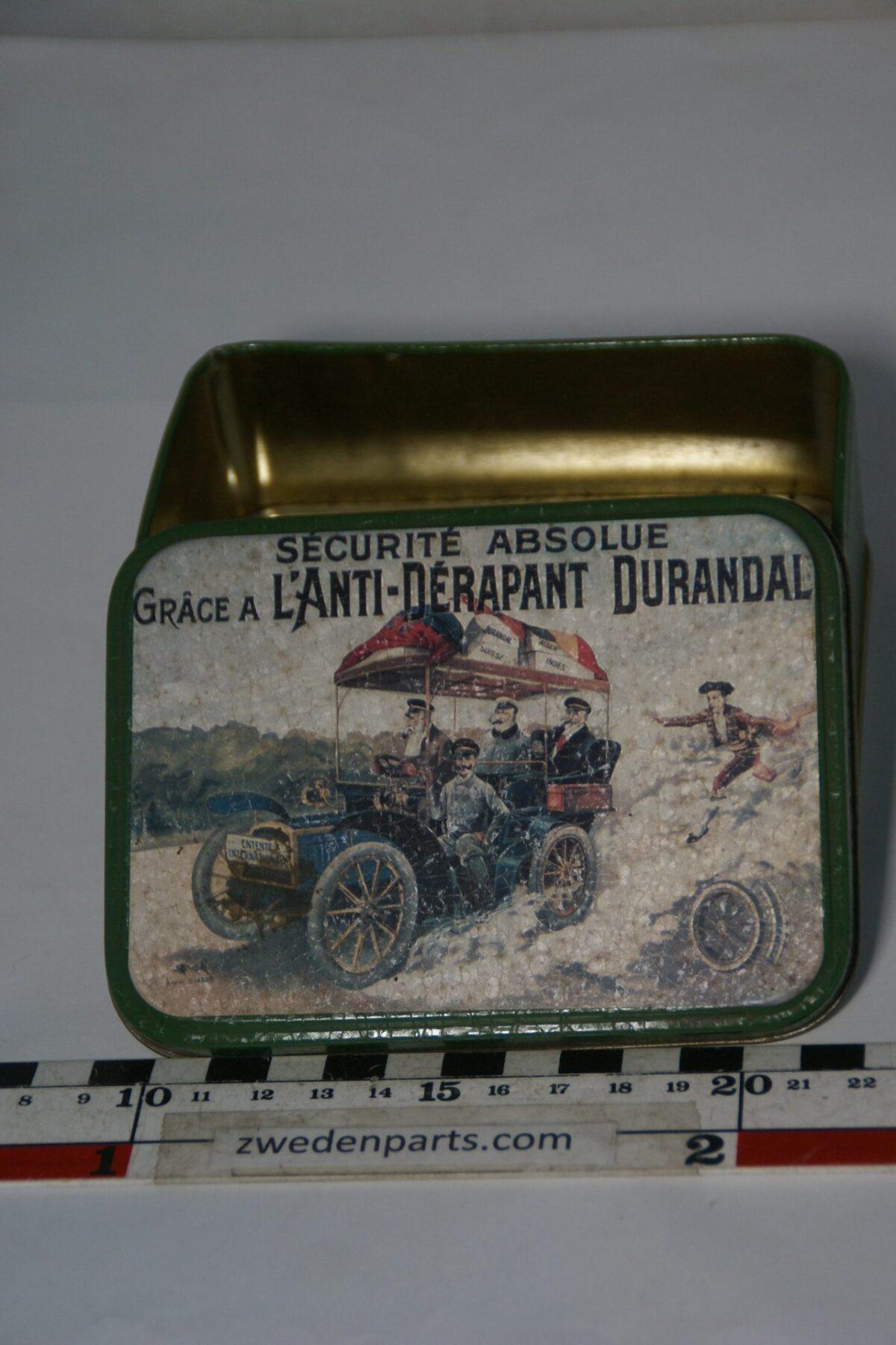 DSC05189 blikje met antieke auto Durandal