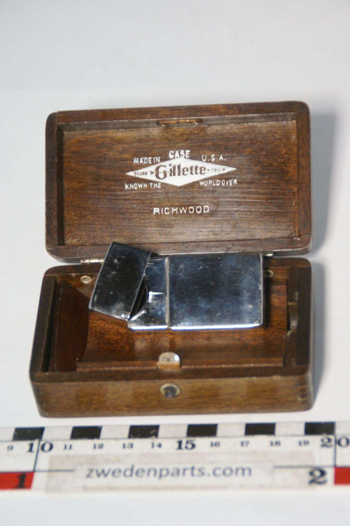 DSC05190 GILETTE luxe huoten kistje met doos voor mesjes