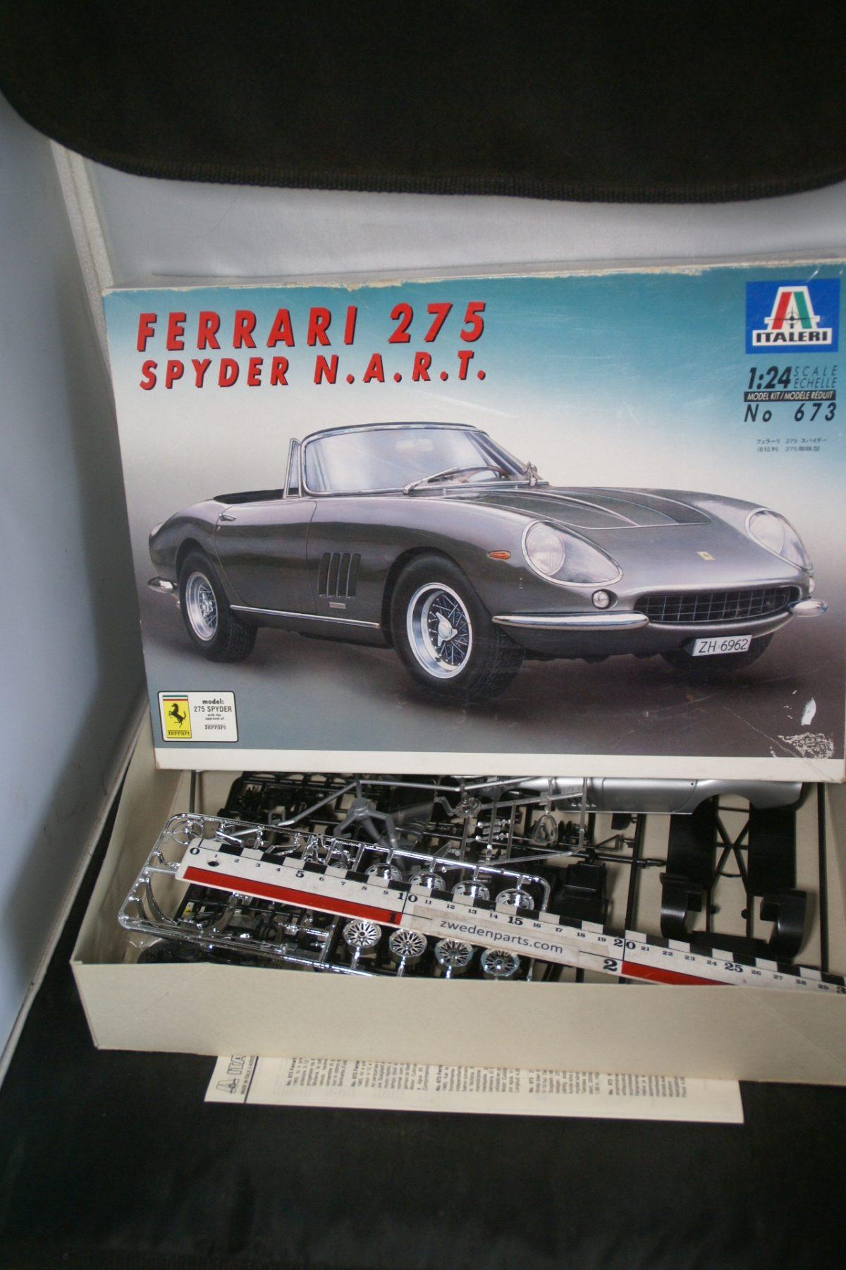 DSC05494 miniatuur Ferrari 275 Spyder bouwdoos 1op24 Mint Italeri nr 673