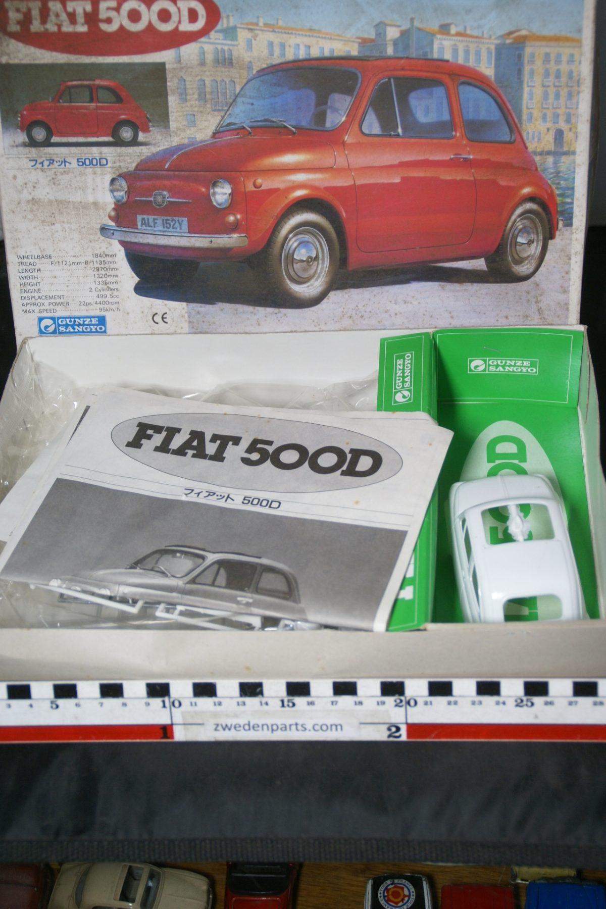 DSC05498 miniatuur Fiat 500 bouwdoos ca. 1op24 Mint Gunze Sangyo