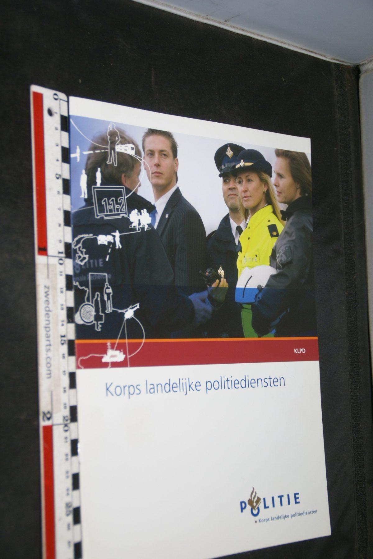 DSC05521 200703 brochure Korps landelijke politiediensten