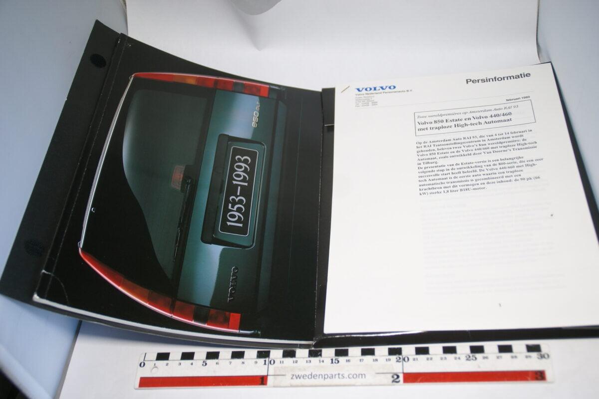 DSC06264 persmap 1991 Volvo 850 GLT met prijslijst, brochure, foto's en persbericht