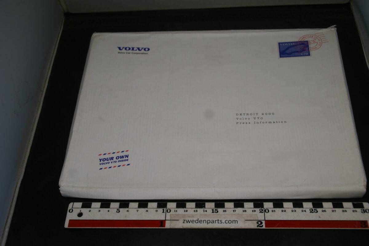 DSC06267 persmap Volvo 850 GLT Detroit met prijslijst, brochure, foto's en persbericht, English