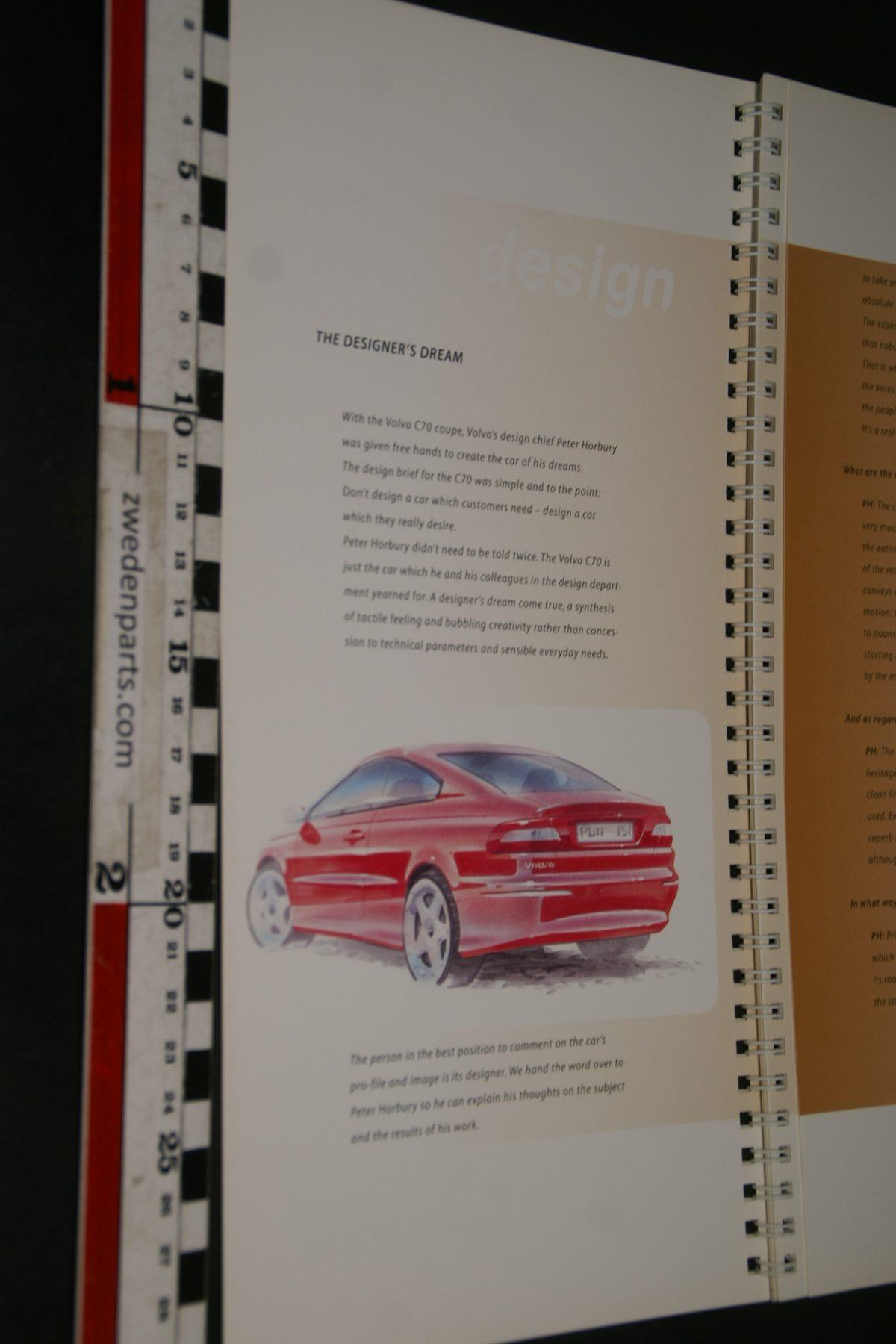 DSC06306 ca. 1996 boek introductie Volvo C70 , English