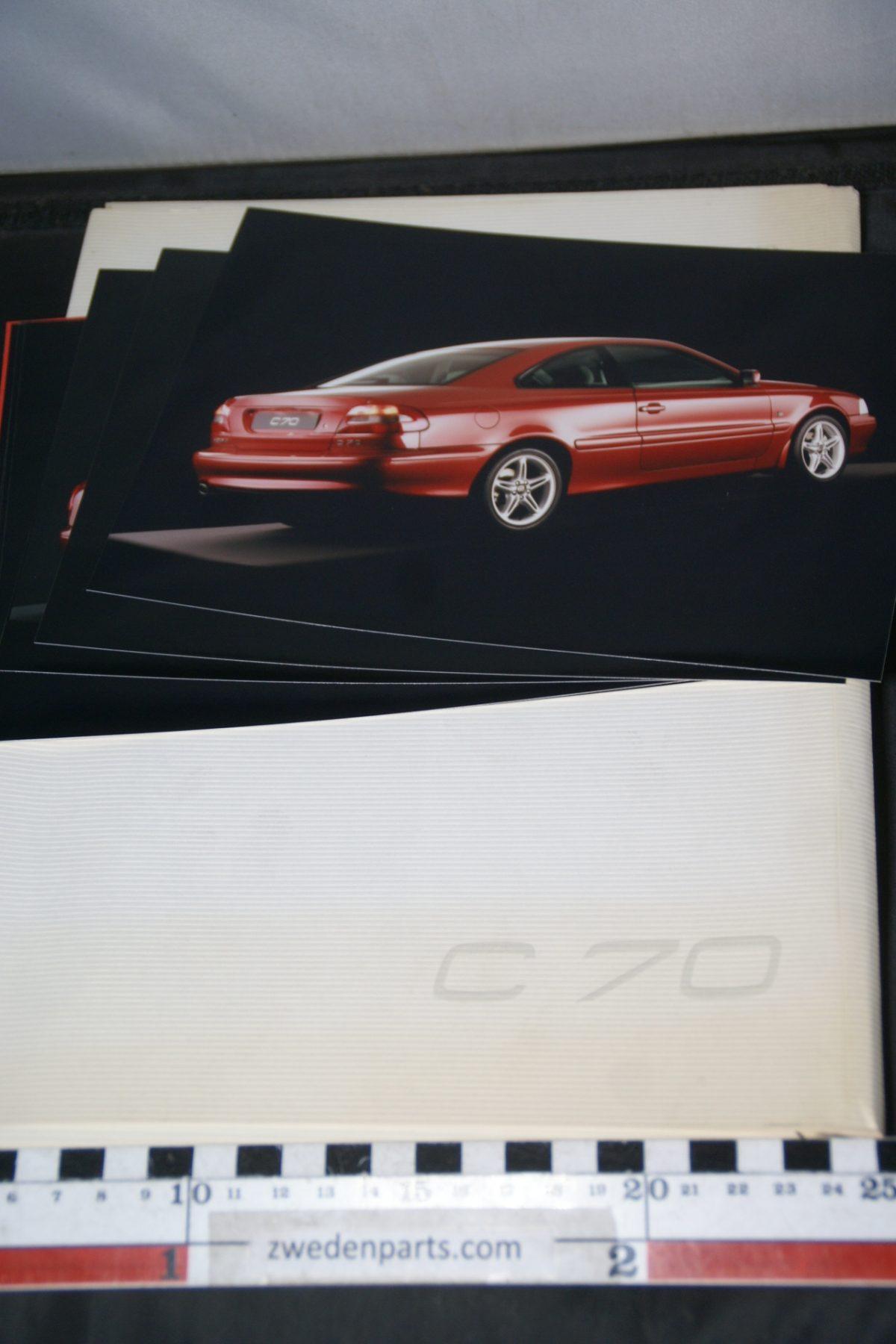 DSC06307 1997 persmap Volvo C70 met dia's, foto's en persbericht, English