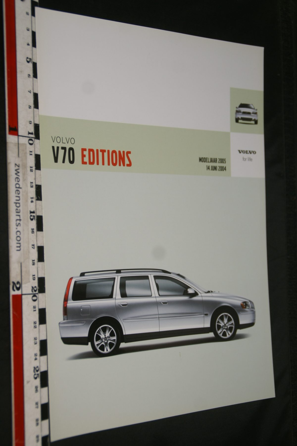 DSC06340 2005 brochure Volvo V70 Editions nr MY05 10-04-V1