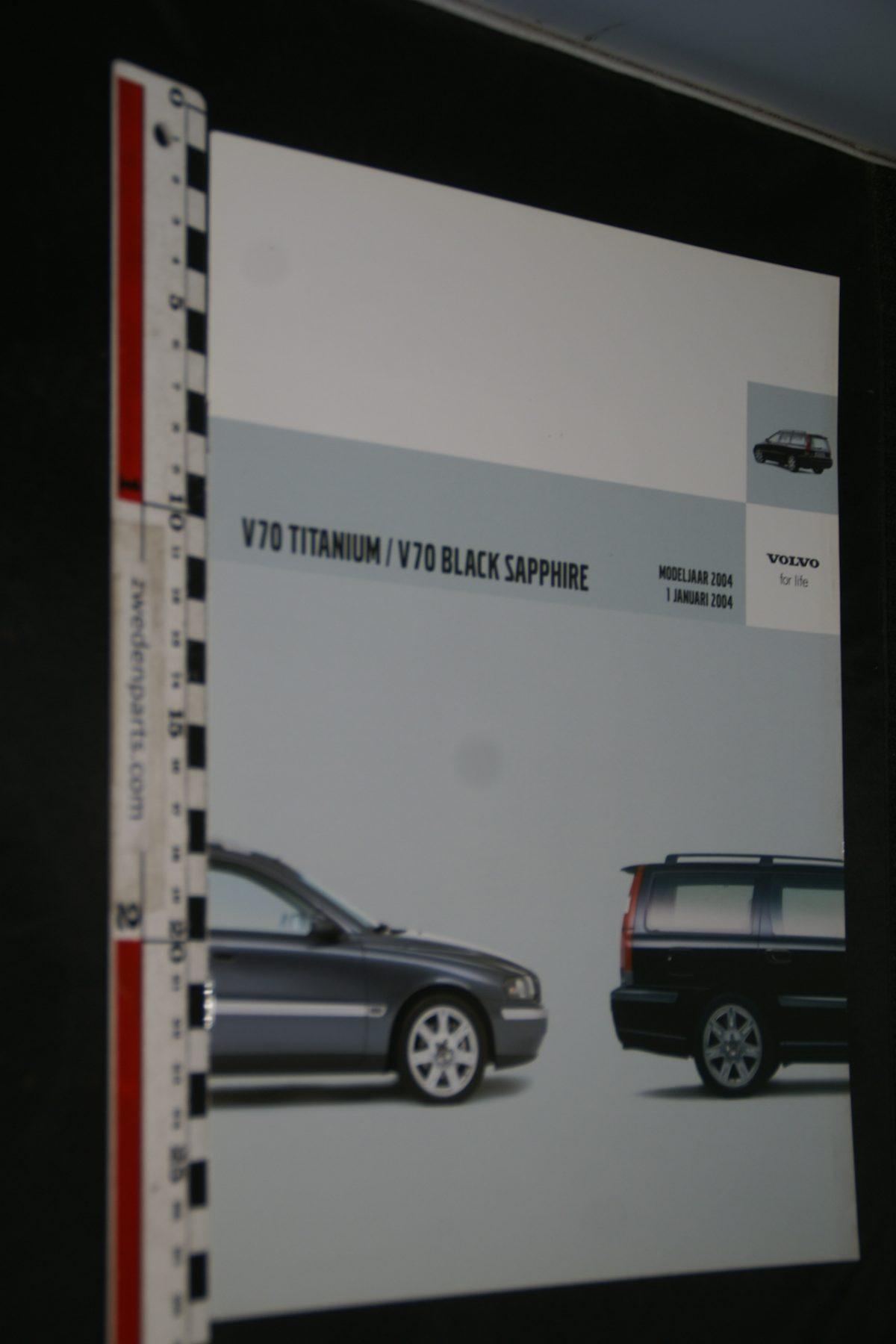 DSC06343 2004 brochure Volvo V70 Titanium en Black Sapphire nr 01-04-V1