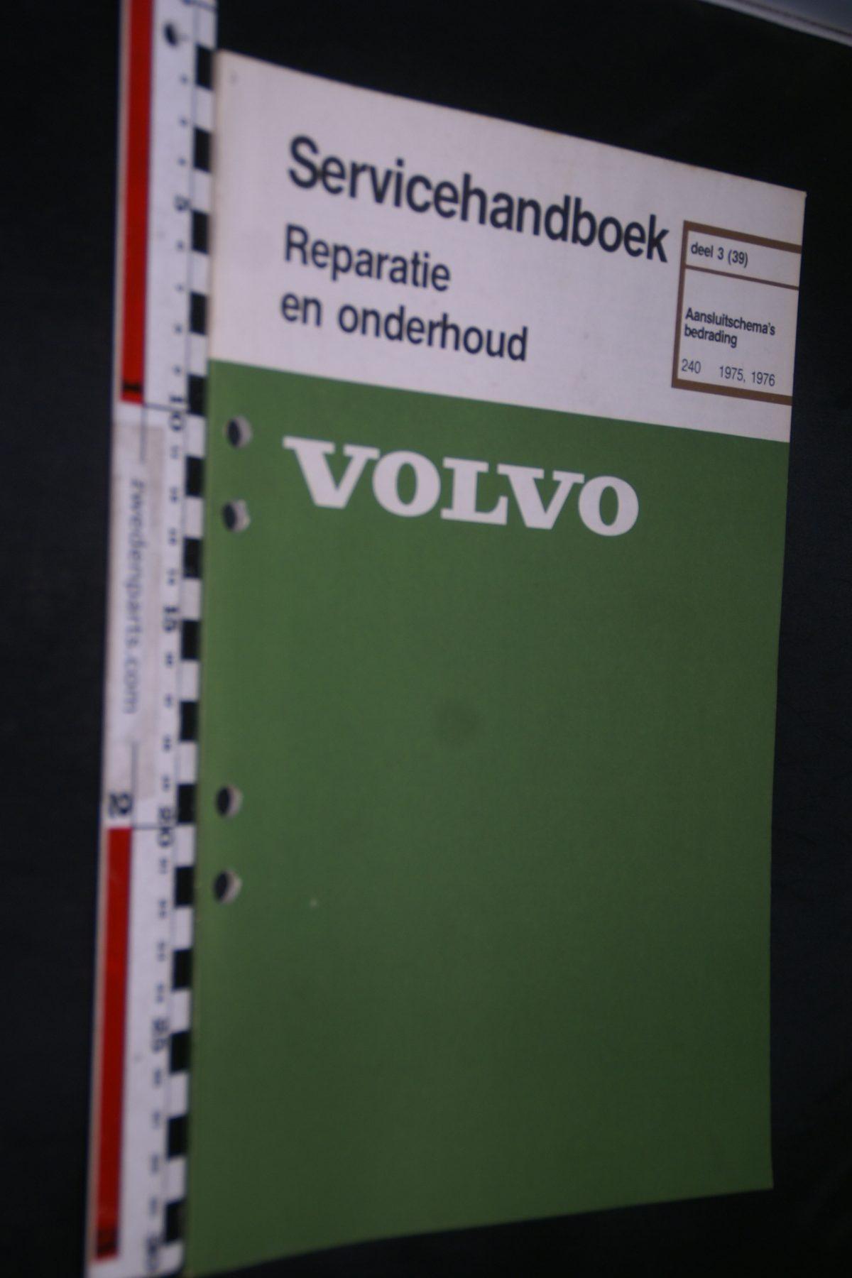 DSC06752 1977 origineel Volvo 240 75, 76 servicehandboek 3 bedradingsschema 1 van 800 TP 11098-2