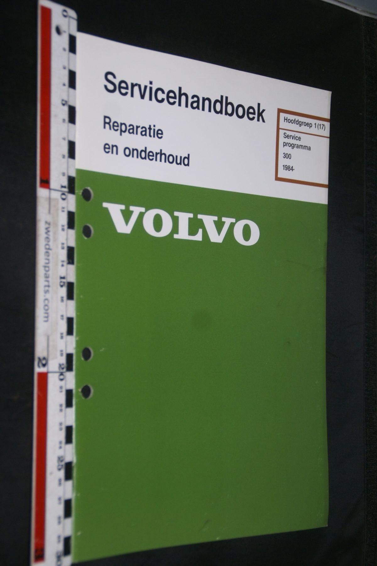 DSC06794 1983 origineel Volvo 300 servicehandboek 1 (17) serviceprogramma 1 van 800 TP 35171-1