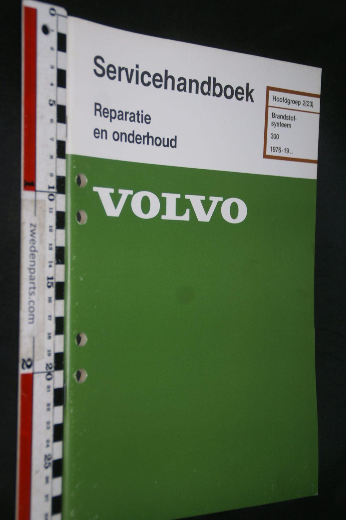DSC06796 1982 origineel Volvo 300 servicehandboek 2 (23) brandstofsysteem 1 van 800 TP 35135-1