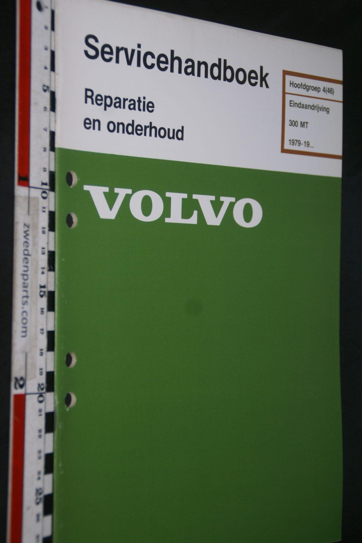 DSC06806 1982 origineel Volvo 300 MT servicehandboek 4(46) eindaandrijving 1 van 800 TP 35142-1
