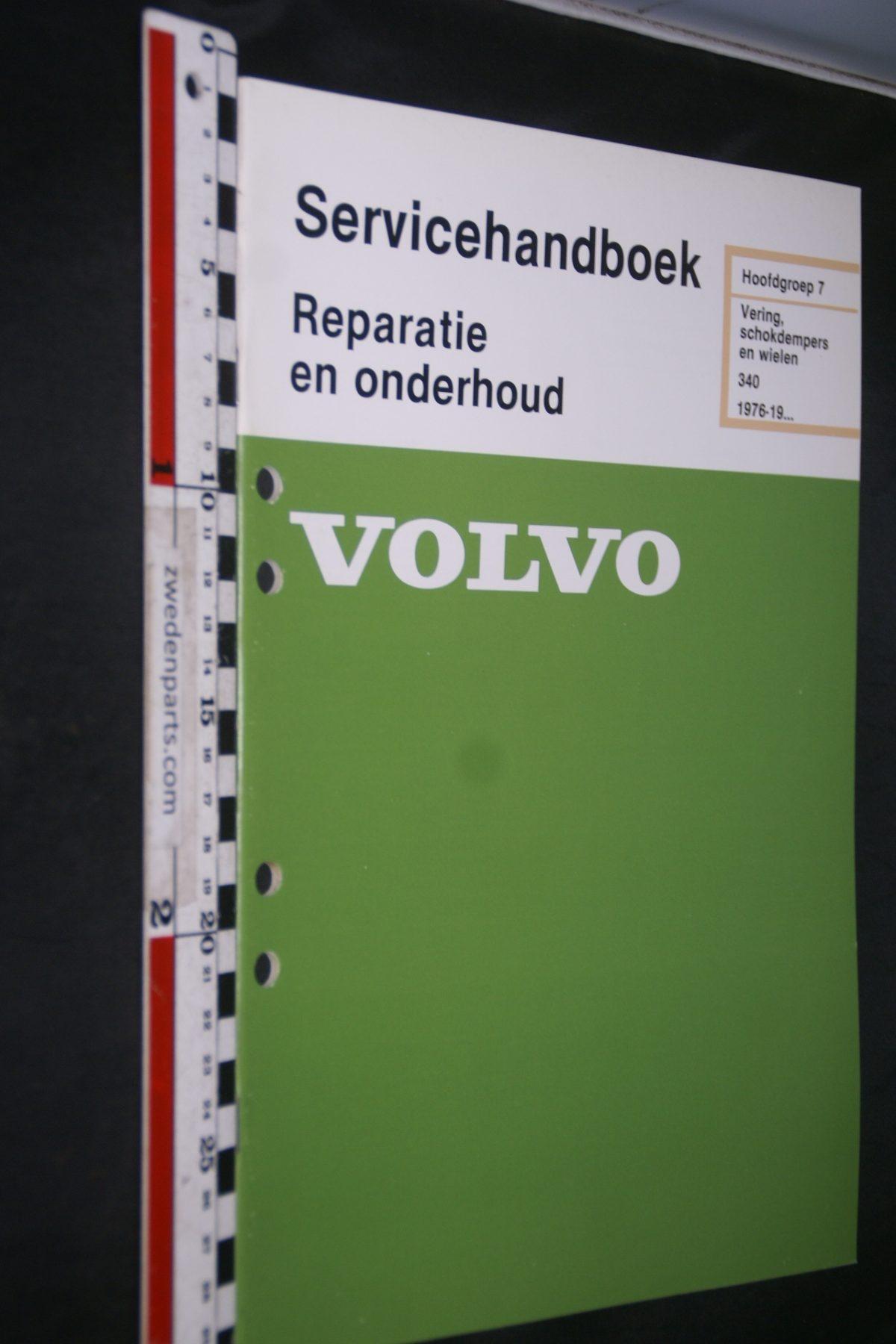 DSC06812 1981 origineel Volvo 340 servicehandboek 7 vering schokdempers en wielen 1 van 800 TP 35088-1