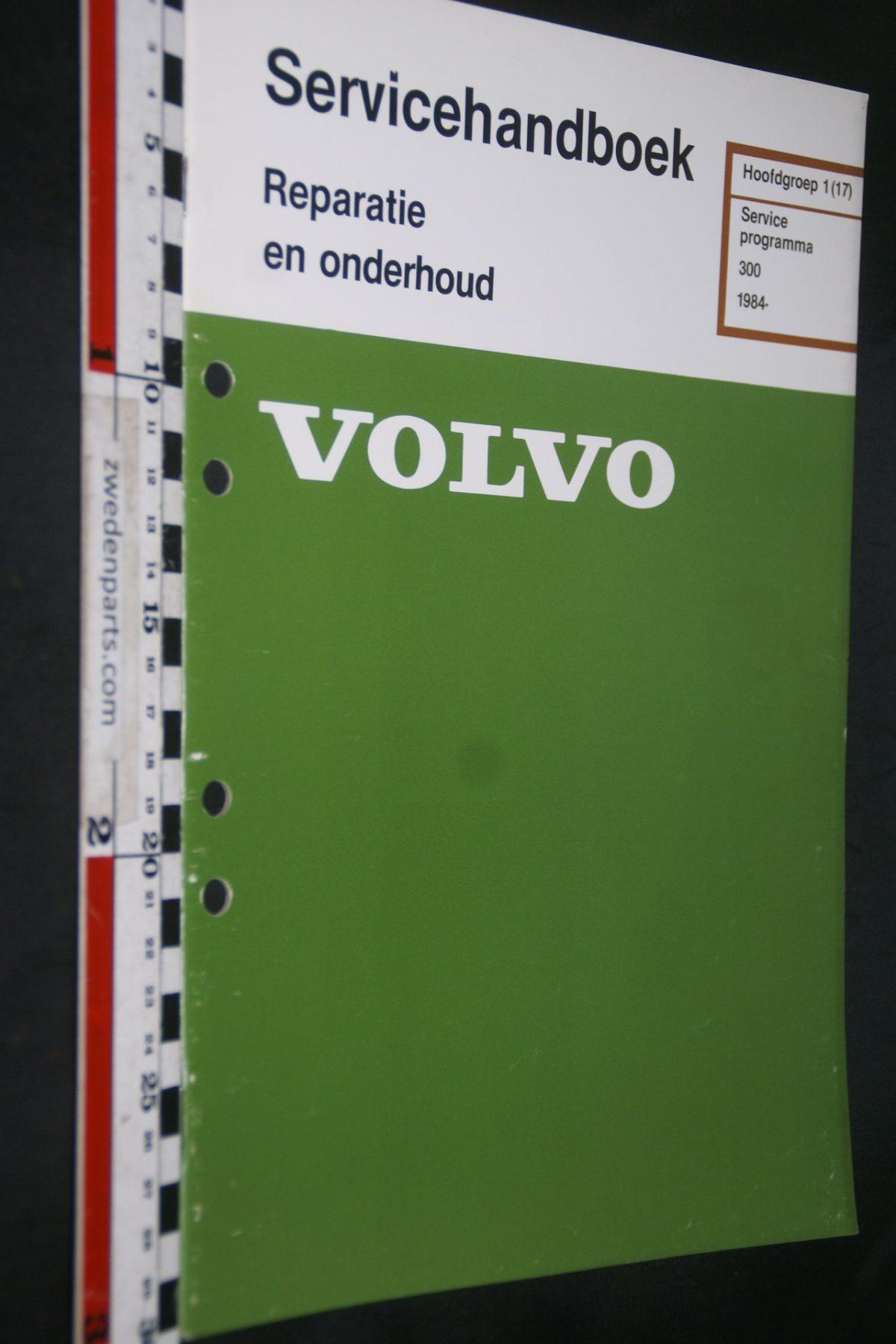 DSC06822 1983 origineel Volvo 300 servicehandboek 1 (17) serviceprogramma 1 van 800 TP 35171-1