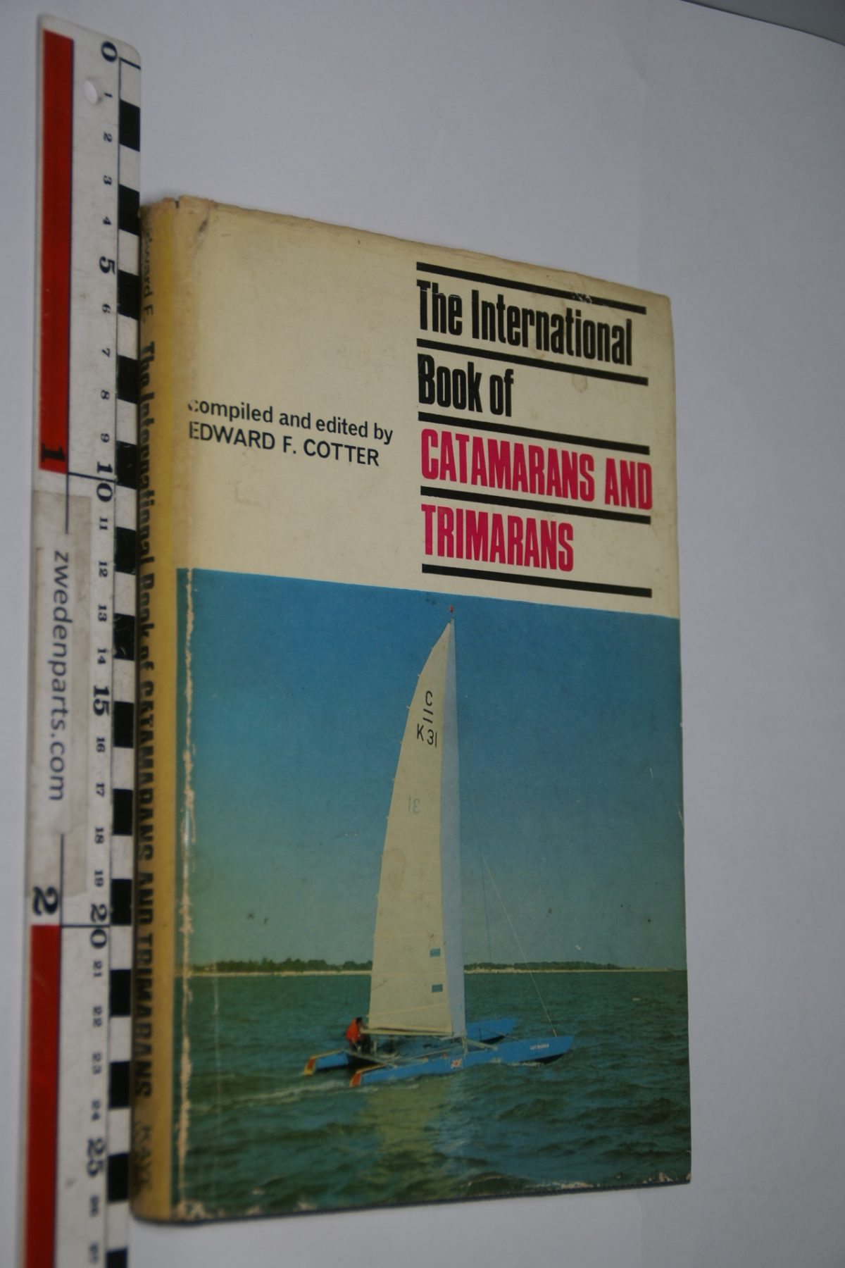 DSC06900 The international book of Catamarans and Trimarans by Edward Cotter, English