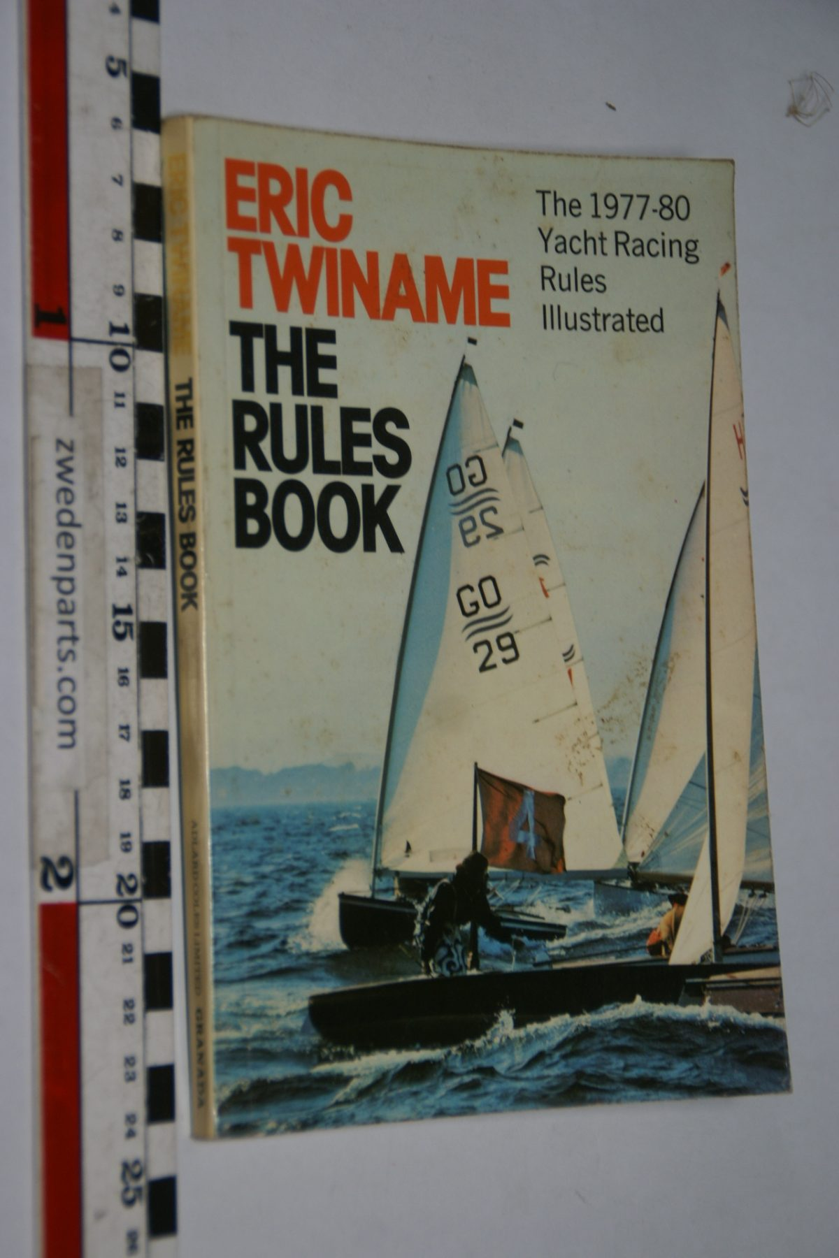 DSC06932 1977 boek The Rules Book by Eric Twiname ISBN 0229115799