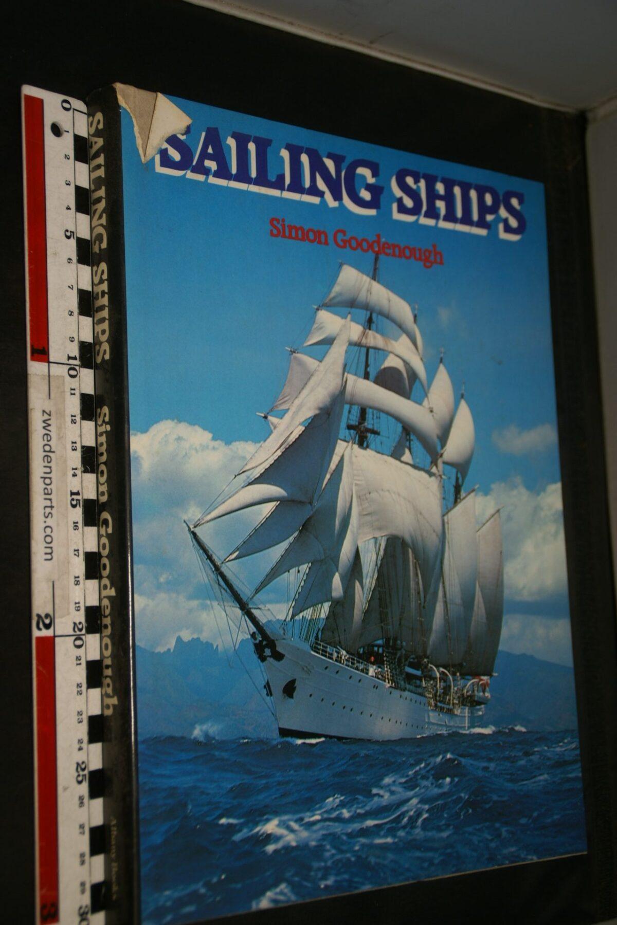 DSC06942 1981 boek Sailing Ships by Simon Goodenough ISBN 902935224
