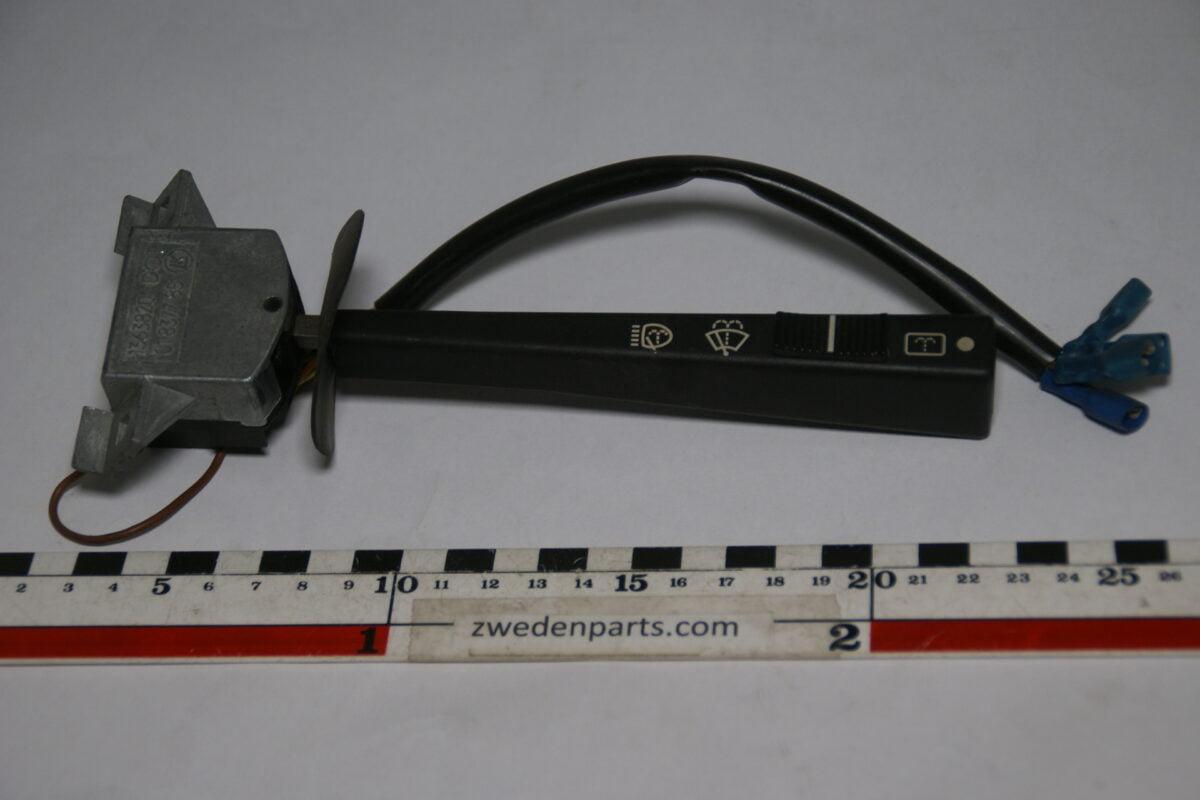 DSC07881 richtingwijzer ruitenwisser Volvo 145 245 265 nr 1363820