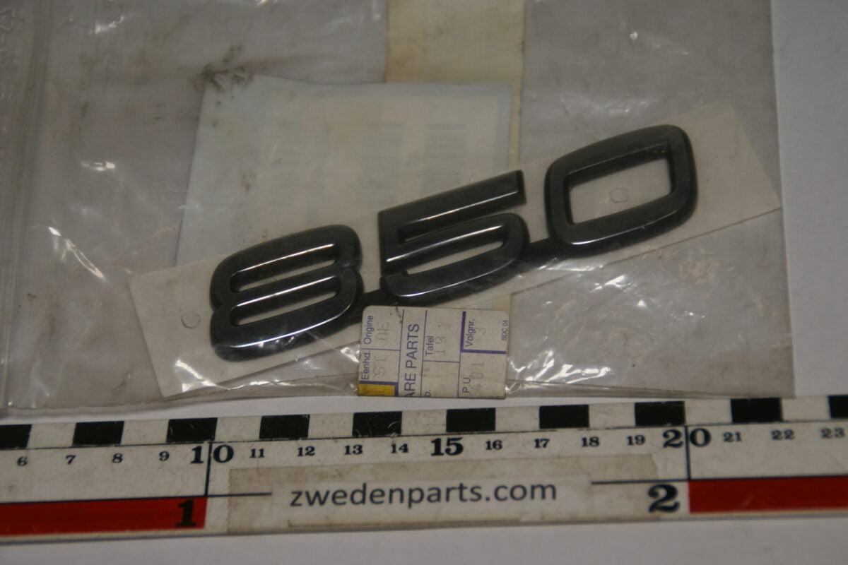 DSC07892 embleem Volvo 850 6817401 NOS