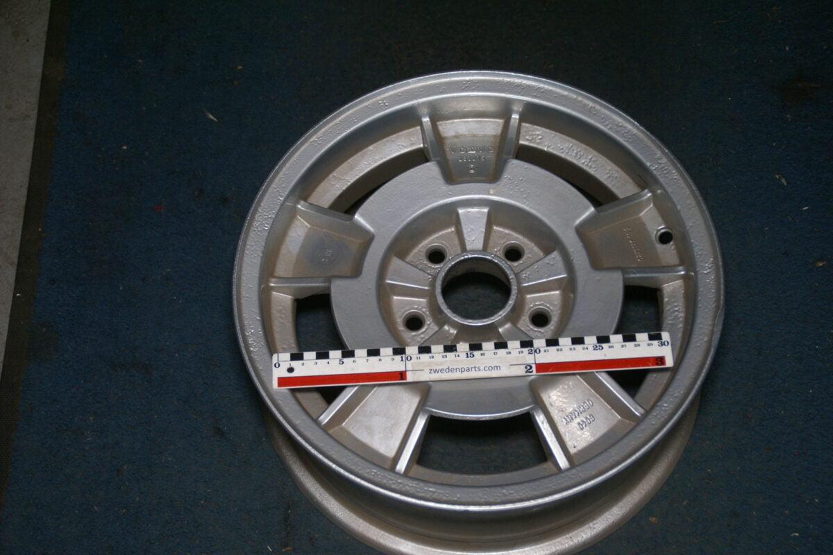DSC07917 velg breed origineel Volvo 240 260 283075 gepoedercoat