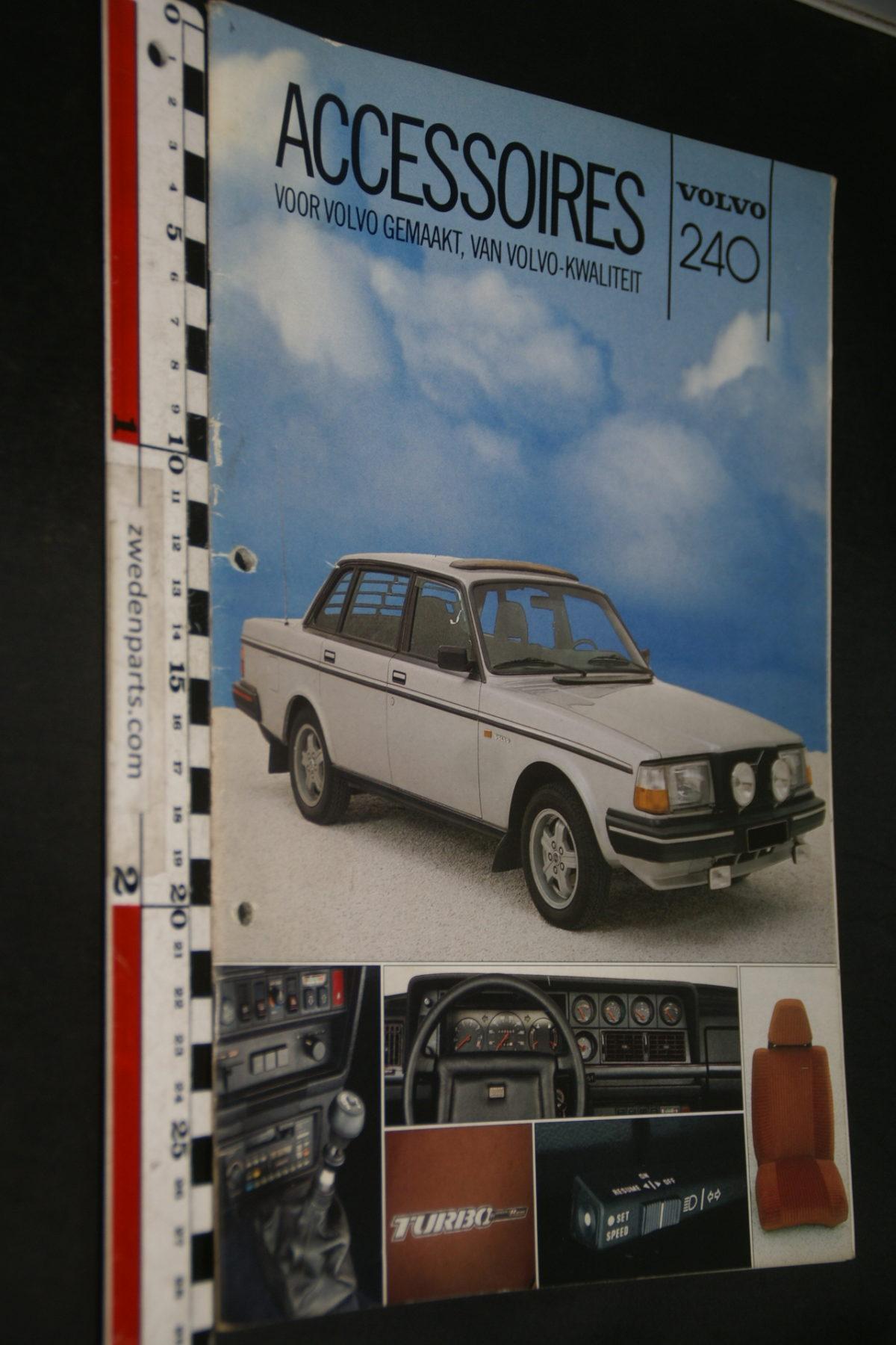 DSC07956 1983 brochure Volvo 240 accessoires nr RSP 39271