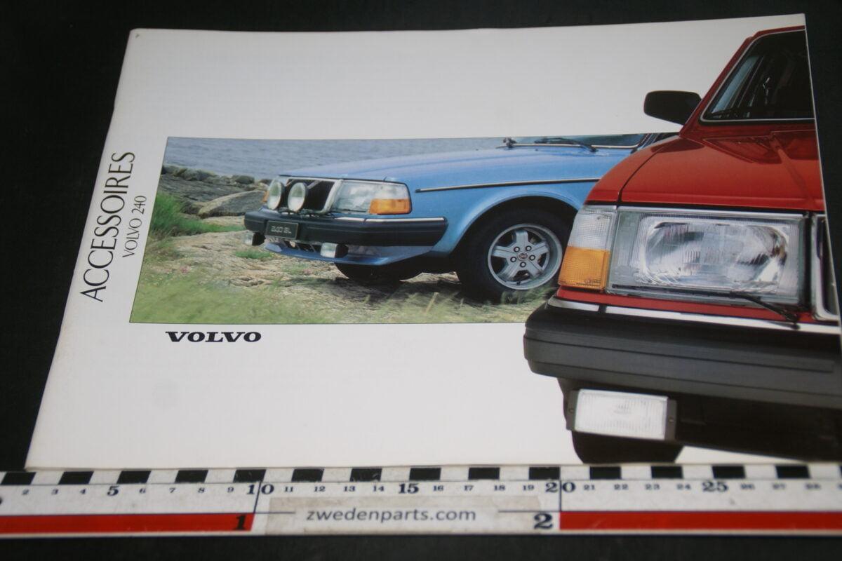 DSC07990 1988 brochure Volvo 240 accessoires nr RSP 30 190