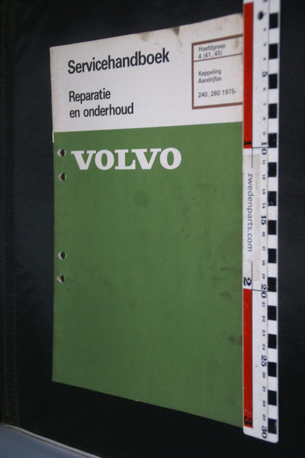 DSC08441 1982 origineel Volvo 240, 260 servicehandboek  4 (41-45) koppeling, aandrijfas 1 van 800 TP 30444-1