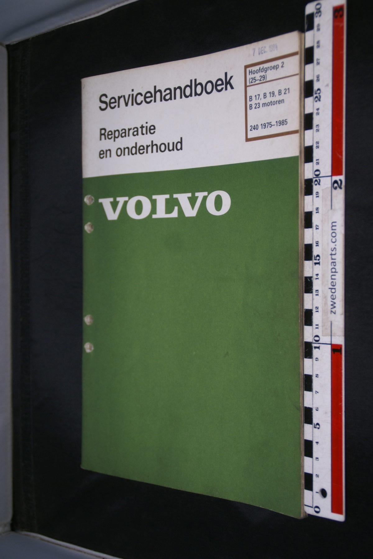 DSC08483 1984 origineel Volvo 240 servicehandboek  2 (25-29) motor B19, B21, B23 1 van 800 TP 30167-2