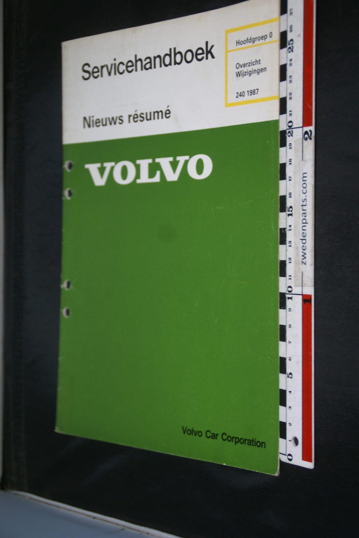 DSC08497 1986 origineel Volvo 240 servicehandboek  0 overzicht wijzigingen 1 van 1.000 TP 31035-1