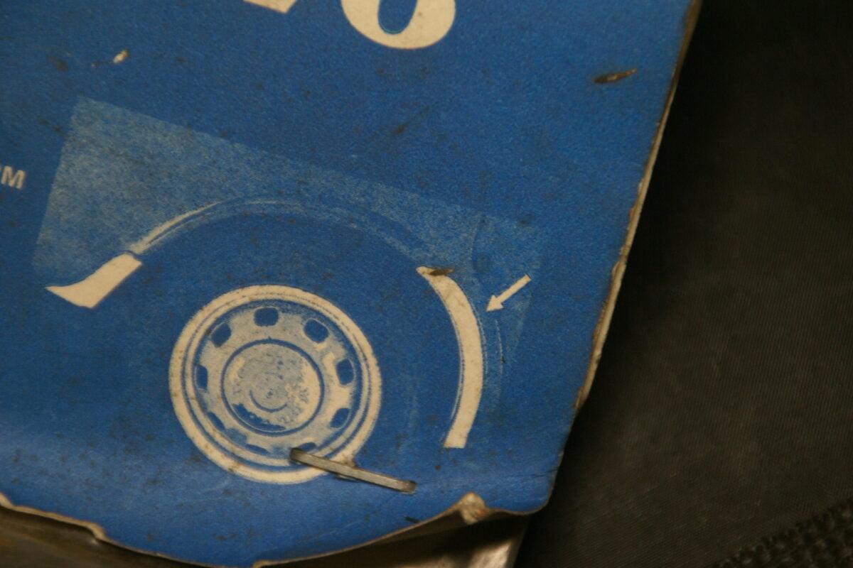 DSC08546 Volvo RVS spatbordbeschermer voorzijde achterscherm 144, 164 NOS nr 282448