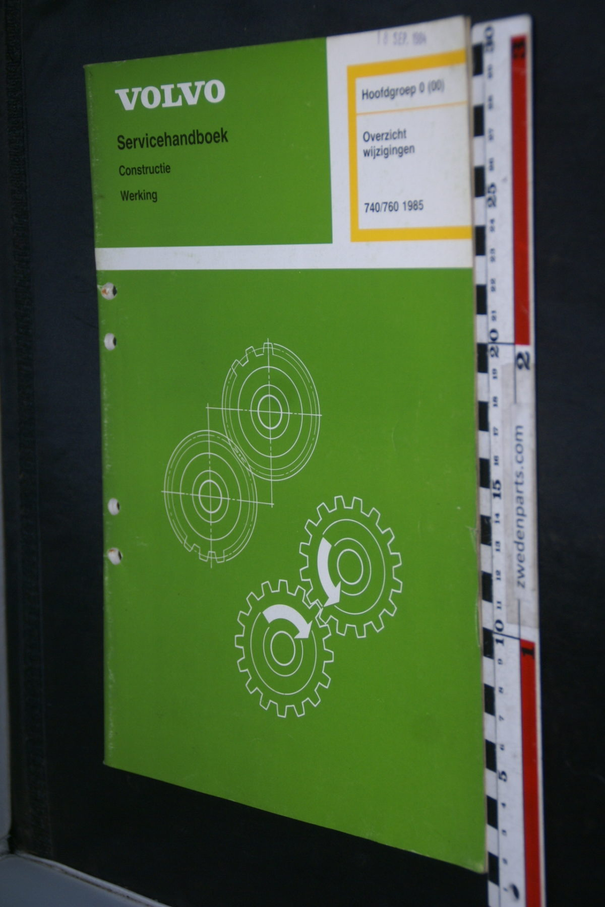 DSC08591 1985 origineel Volvo 740 760 servicehandboek  0 (00) overzicht wijzigingen 1 van 1.200 TP 30742-1