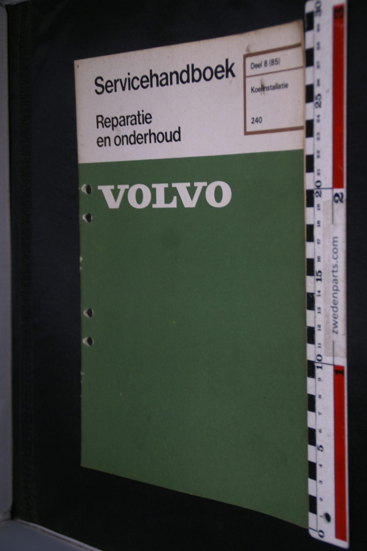 DSC08617 1977 origineel Volvo 240 servicehandboek  8 (85) koelinstallatie 1 van 800 TP 11636-1