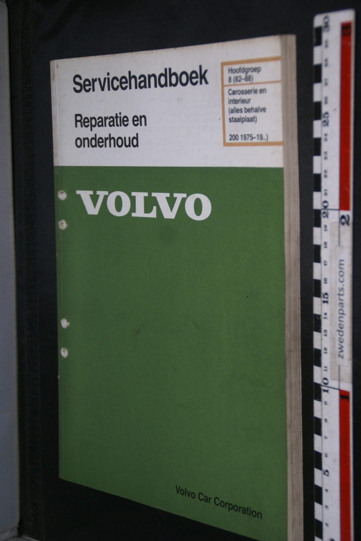 DSC08619 1987 origineel Volvo 200 servicehandboek  8 (82-88) carosserie en interieur 1 van 800 TP 31124-1