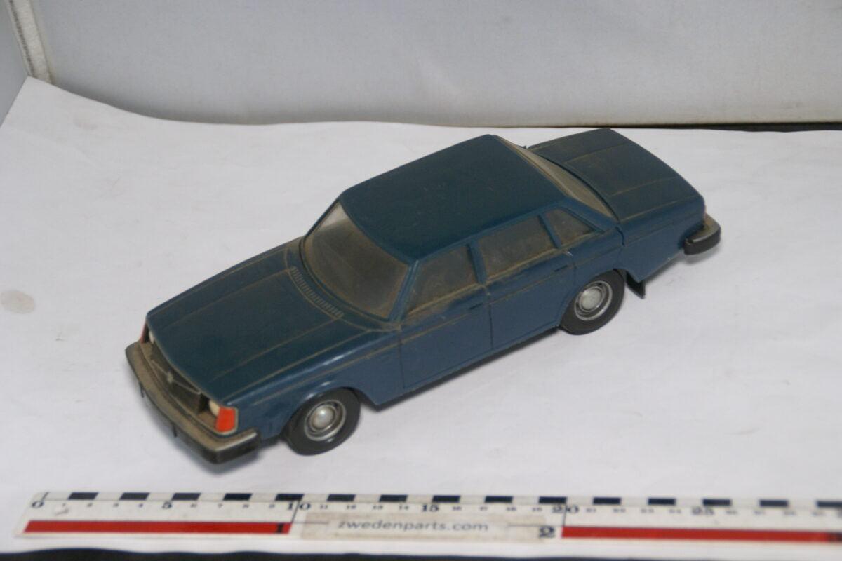DSC08679 miniatuur Stahlberg Made in Finland Volvo 244DL blauw ca 1 op 18