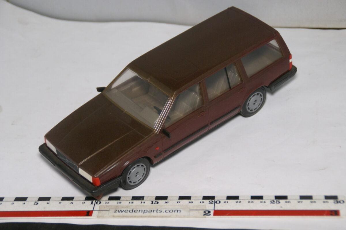 DSC08690 miniatuur Stahlberg Made in Finland Volvo 760GLE rood ca 1 op 18